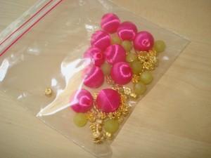 Pink stof kugler og limegrønne sten