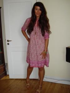 Kjole: Indiska, Sandaler: H&M
