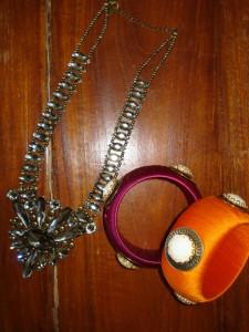 Halskæde og armbånd købt i lufthavnen fra Monsoon