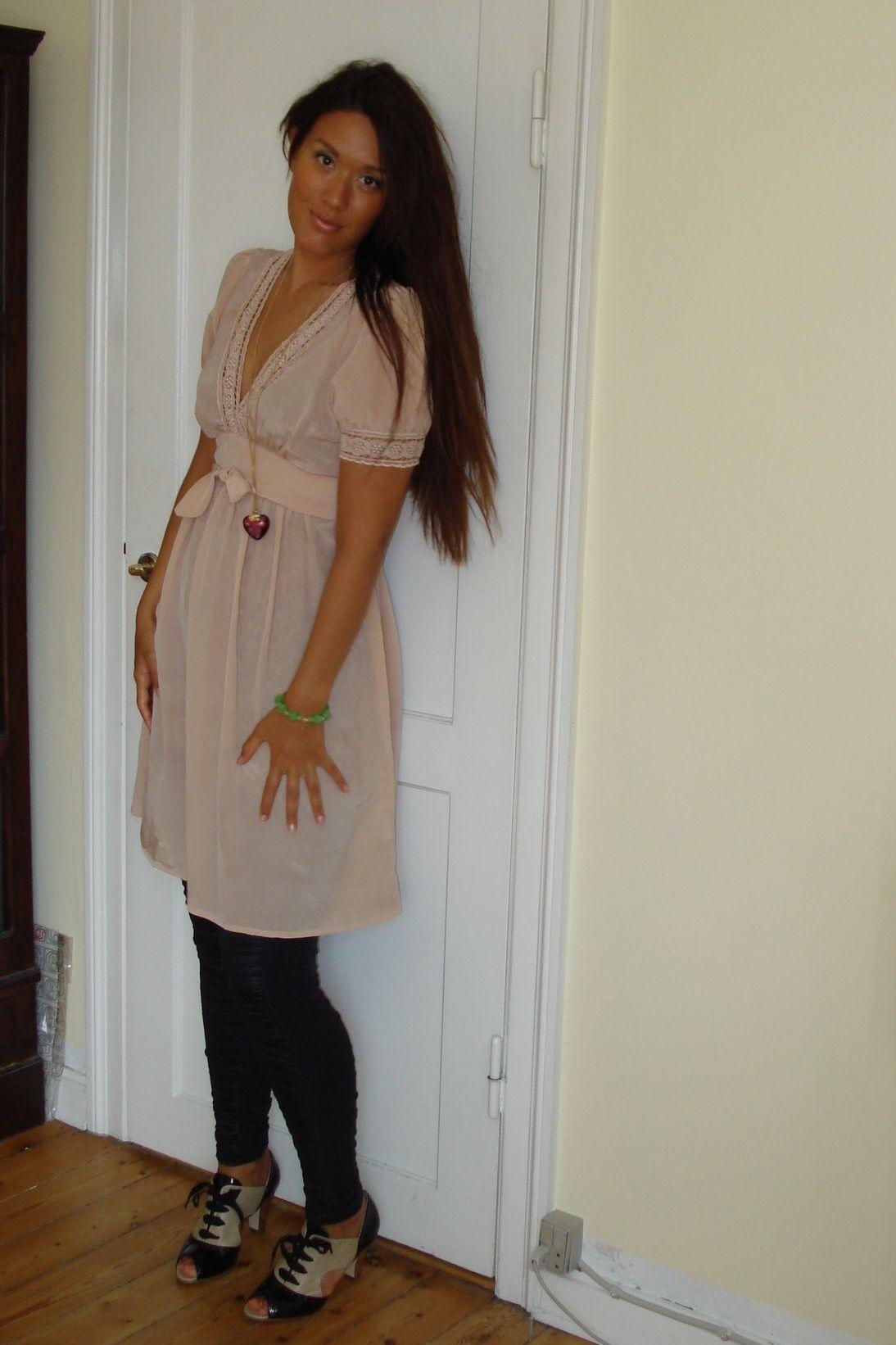 Pudder farvet kjole: Saint Tropez