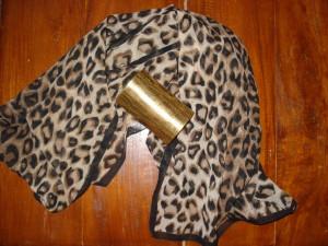 Leopard silke tørklæde & stort guld armbånd fra Uban Outfitters