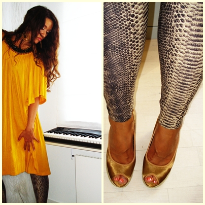 Gul kjole, slange leggings og bronze wedges: H&M