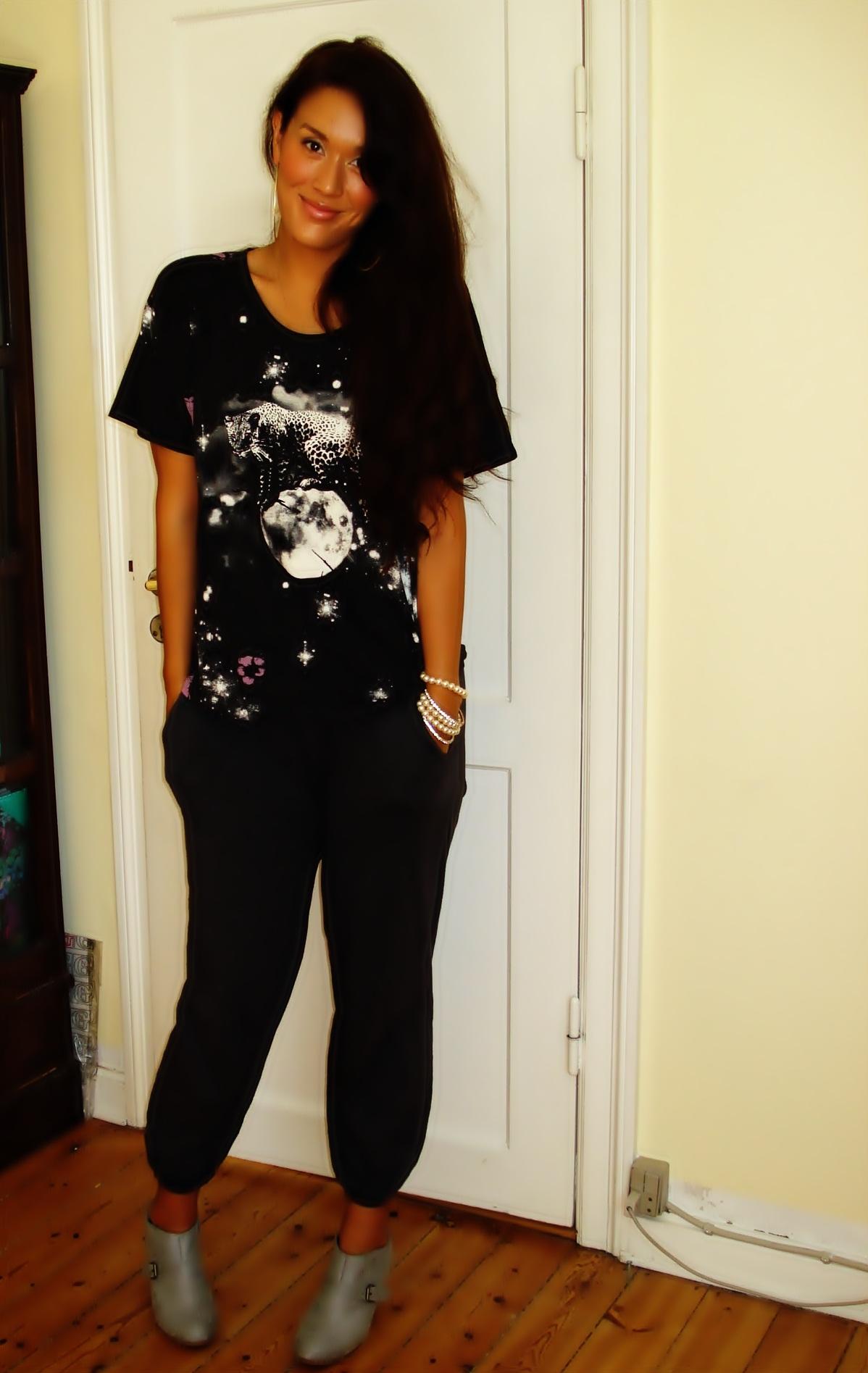 T-shirt: H&M, Bukser: Vera Moda