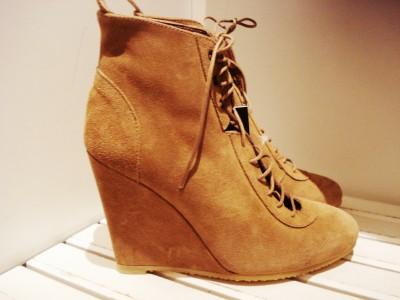 Ankel støvle med kilehæl fra Zara