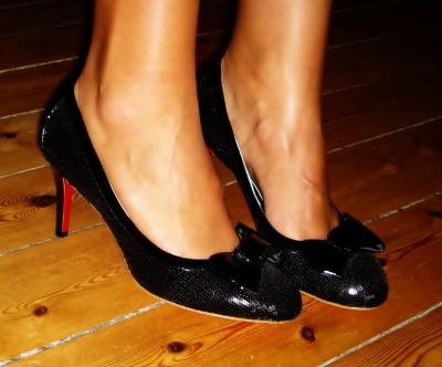 Black sequin pump: Stylesnob