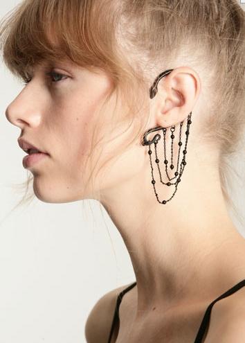 Black Ear Chain Decoration 10£
