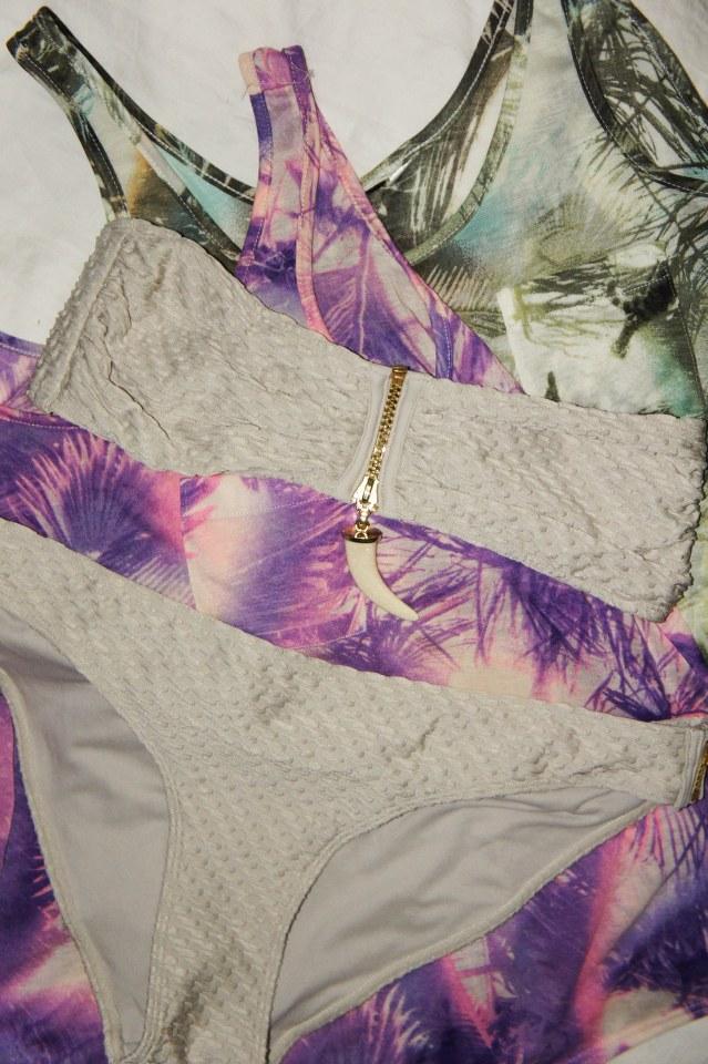 creamfarvet bikini, tand vedhæng, sommer top H&M
