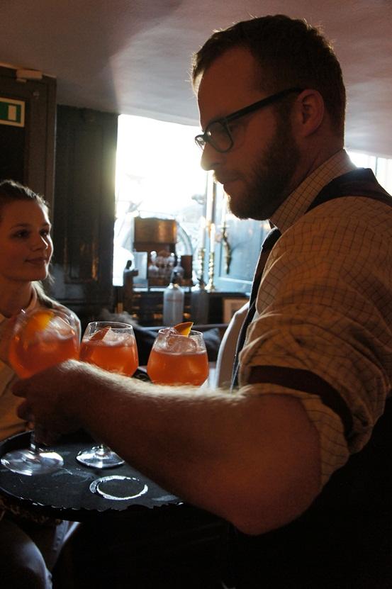 bartender Rubys, Rubys bar