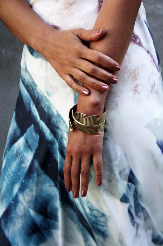 guldblad armbånd H&M, gestuz kjole