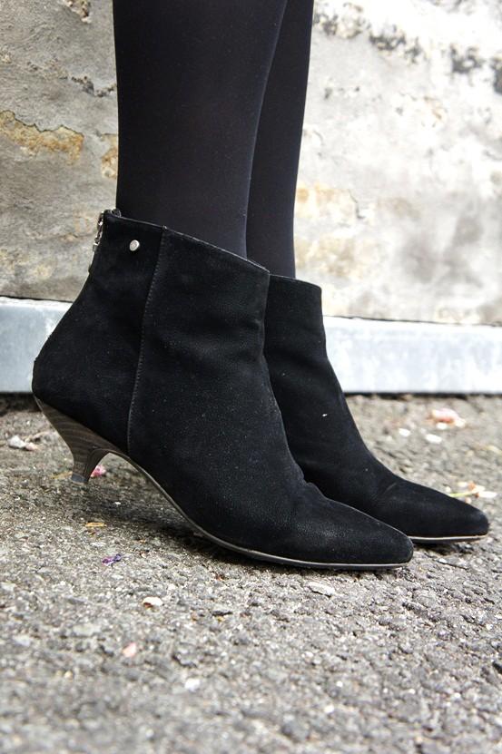 kitten heel boots, lav hæl sorte støvler, ruskinds ankelstøvler, B & Co