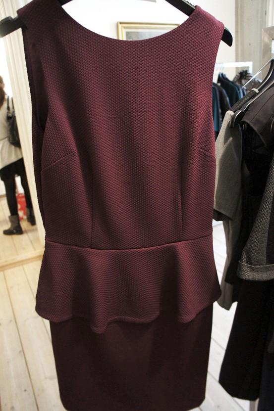 kjole med skød, tulip dress, bordeaux kjole, bordeaux  dress