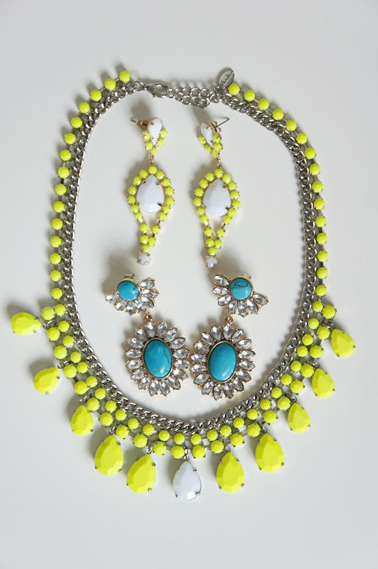 zara necklace neon yellow, neon gul halskæde zara, neon gule øreringe h&m, turkise øreringe h&m