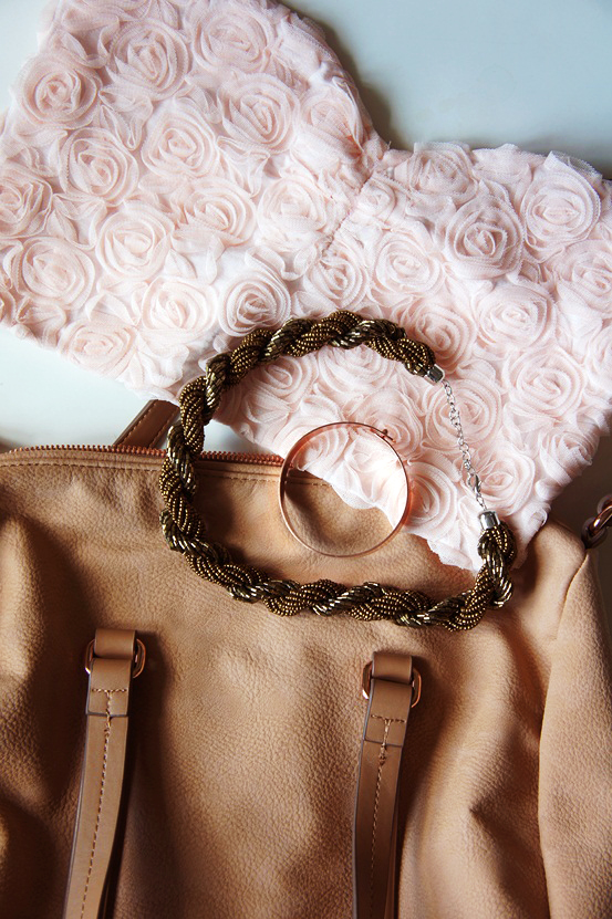 3d flower top, rose top gina tricot, 3d rose top, bronze necklace H&M, bronze halskæde hm, taske zara, bag zara, SOFT BOWLING BAG zara