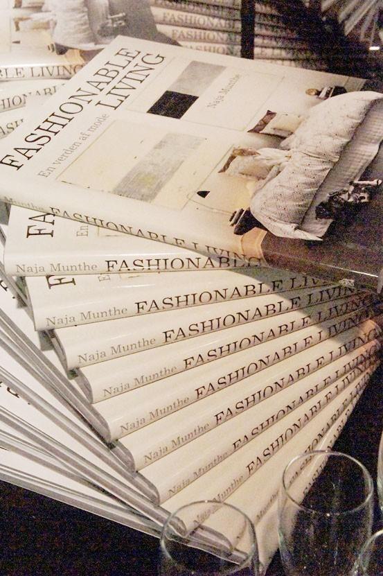 FASHIONABLE LIVING en verden af mode, naja munthe bog