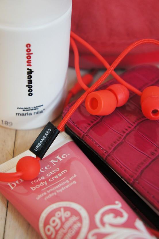 maria nila shampoo, balance me rose otto body cream, pink mobil cover