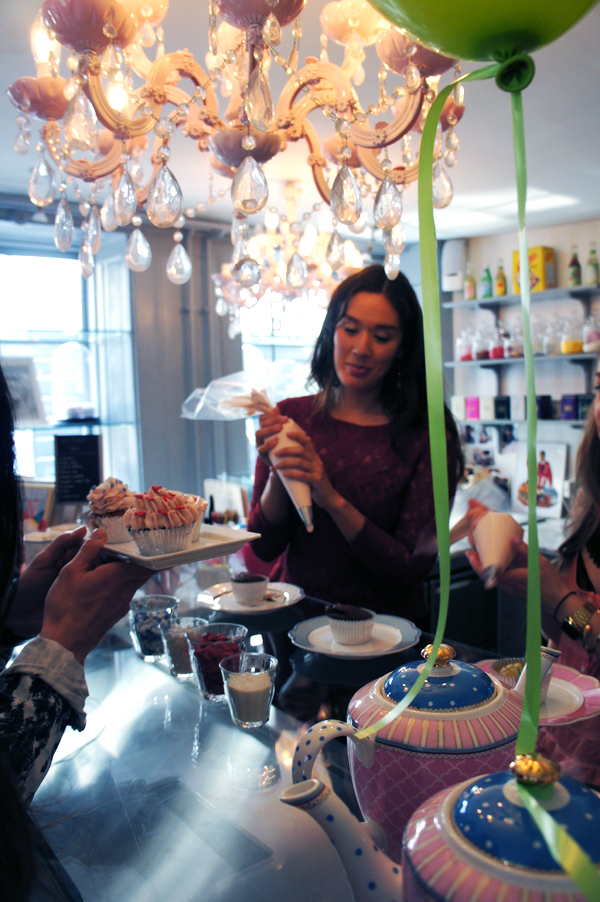 cupcake making, serenity cupcakes, serenity kager, serenity cupcakes københavn