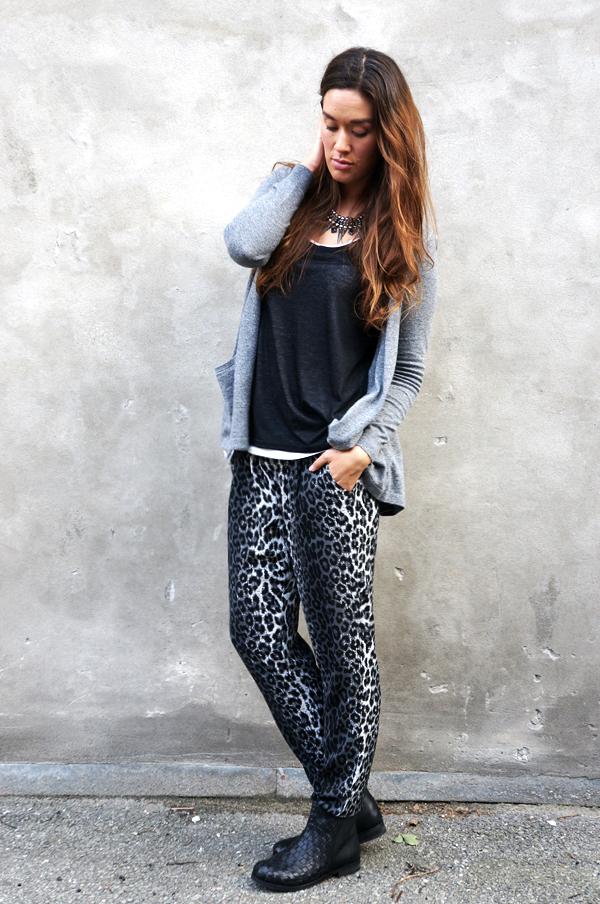 leopard bukser, leopard pants, saint tropez blogger, outfit gråt, asos cardigan