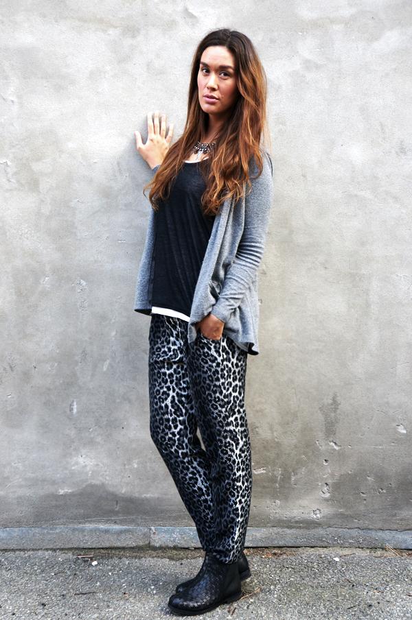 grå leopard bukser saint tropez, pants leopard grey, saint tropez outfit