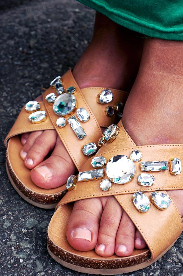 fodfaormet sandaler, H&M tanned læder sandaler med bling, H&M sandals, tanned sandals H&M embellished sandals H&M