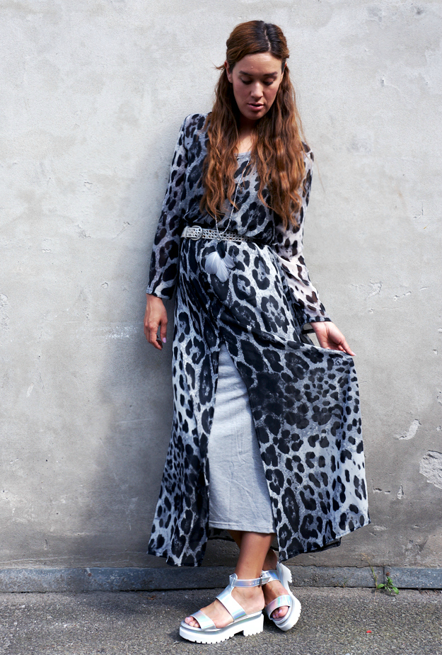 lang leopardkjole, grey leopard maxidress, festival look