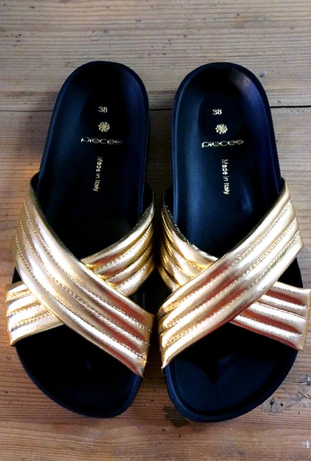 guld sandaler, guld badetøfler budget, guld sandaler pieces