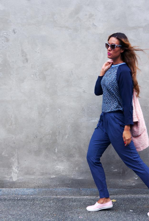 walking pose, blogger pose,ootd