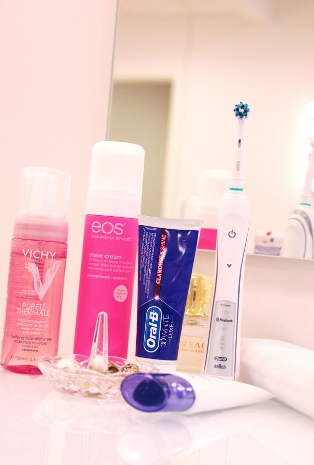 oral b, elektrisk tandbørste, badeværsels favoritter, eos shave cream, tandpasta, vichy