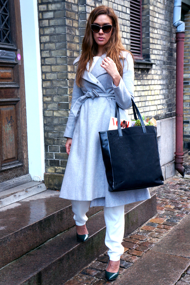 long grey coat asos, friis 247365, friis & co sko, friis & co taske, friis bag, vogue magazine, flowers