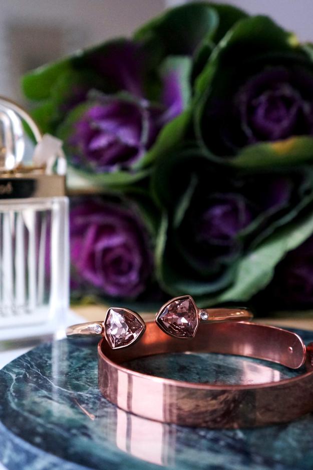 dyrberg kern rose gold bracelet, dyrberg kern roseguld armbånd, marble desk, marmor plade