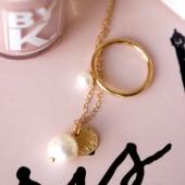 ferskvands perle, pernille corydon, by k neglelak, nude neglelak, pernille corydon smykker, perlesmykker, perlering, perle halskæde, Klassisk ring med ferskvandsperle,