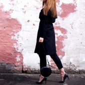weekday outfit, weekday trench coat, black is back, outfit danish blogger, mango jeans, friis co sko, friis 24 7 365 sko, friis og co sko