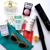 estelle & thild, gold tattoo sephora, whats in my bag, ferietasken. ghd curl wand, ghd heat protection, D&G solbriller, nyx cosmetics blush, versace perfume, kerastase shampoo, vitaviva,